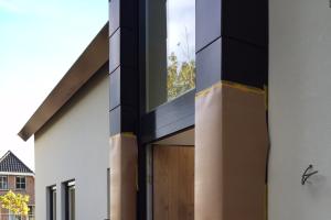 Bouwkundig Ingenieursbureau Fruitema, Villa te Limmen, detail zink omkleding