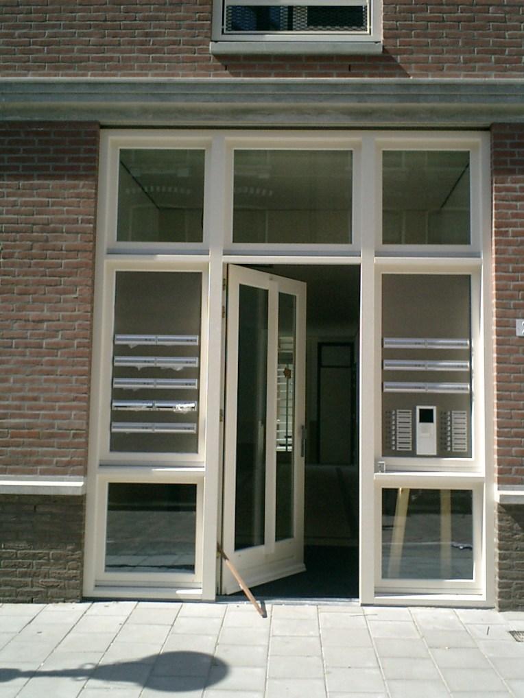 17 Seniorenwoningen Agatha Dekenstraat Amsterdam, klassieke vormgeving, entree